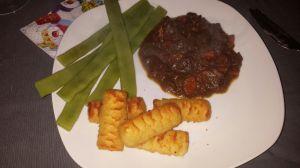 Kangoeroestoof met aardappelkroketjes en snijbonen
